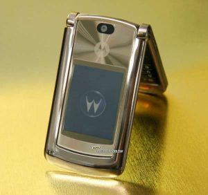 Bộ sưu tập điện thoại cổ độc lắp gập Nokia N76,Motorola v3i, motorola v8